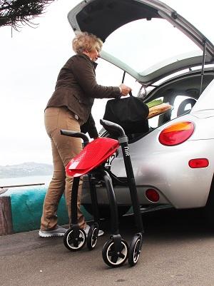 Nip-glide rollator kan zo de auto in